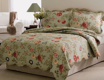 Floral Quilt Bedspread Set with Shams